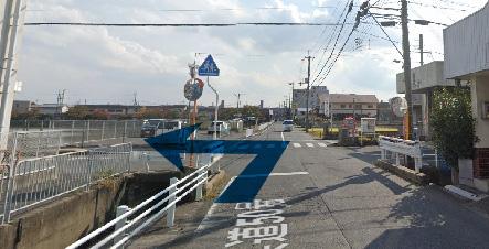 県道105号線方面より左折するイメージ